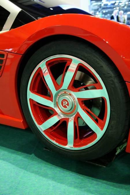 Lada vsBugatti Veyron. Изображение № 7.
