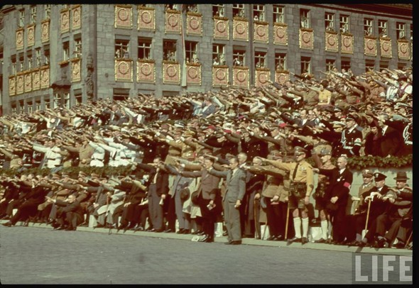 100 цветных фотографий третьего рейха. Изображение №42.