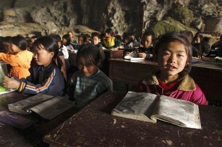 Школа впещере, вграфстве Ziyun. Китай. Изображение № 2.