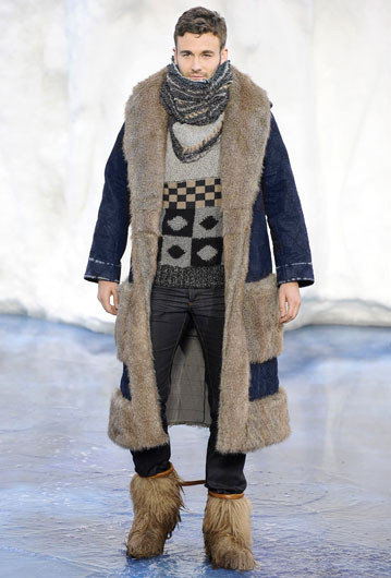 То ли большая, то ли малая медведица: Chanel fall 2010. Изображение № 5.