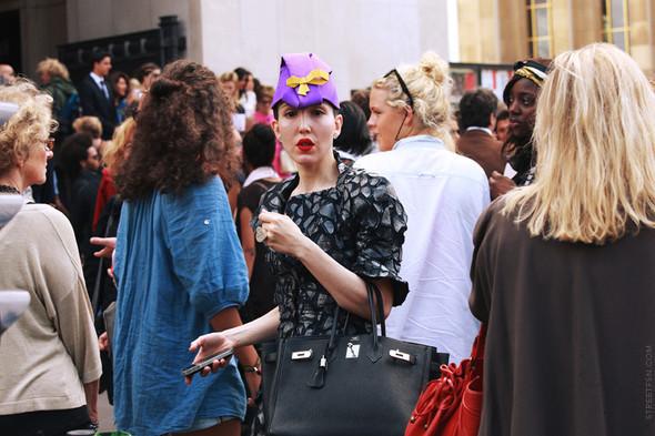 Уличный стиль на Неделе высокой моды в Париже. Изображение № 108.