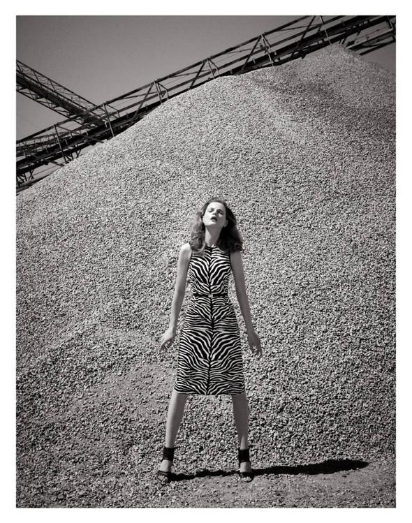 Съёмка: Жиневье ван Синус для Bergdorf Goodman. Изображение № 14.