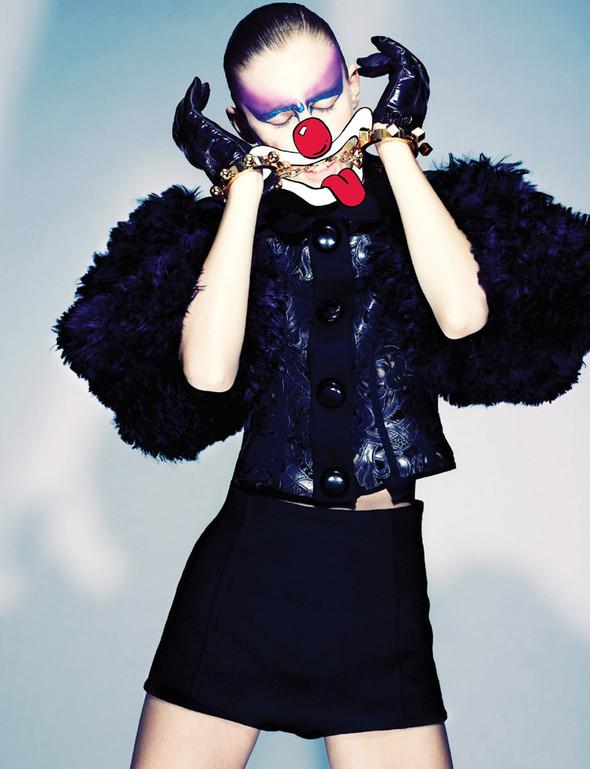 Съёмка: Марике Ле Ру в Louis Vuitton для 10. Изображение № 7.