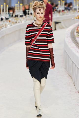 Chanel показали пре-осеннюю коллекцию. Изображение № 25.