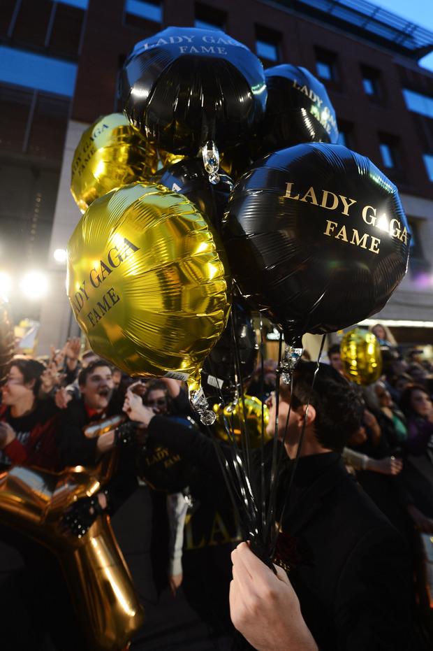 Леди Гага представила в Harrods духи FAME. Изображение № 12.