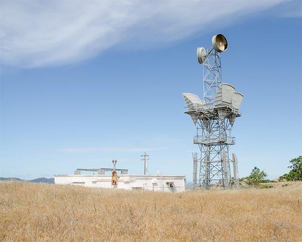 Заброшенные телефонные башни вгорах ипустынях . Изображение № 12.