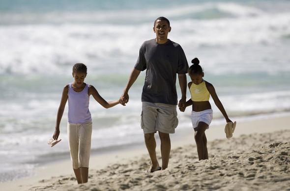 Какпроводят отпуск лидеры стран. Изображение № 12.
