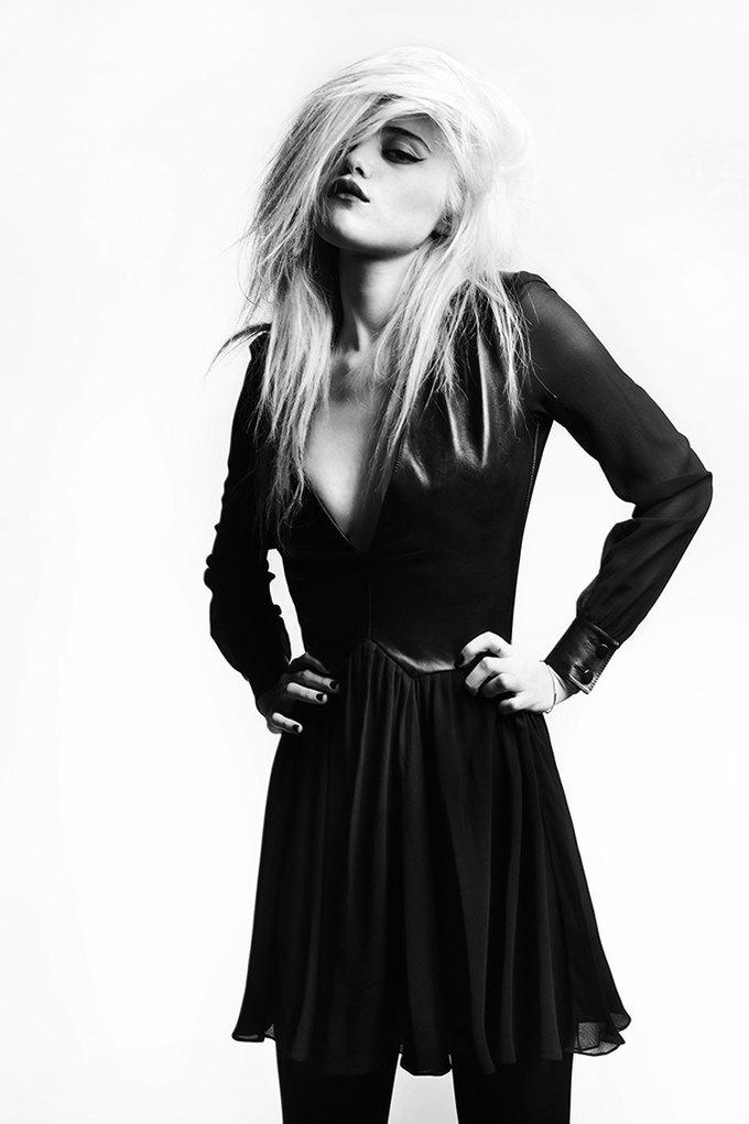 Скай Феррейра снялась для предосеннего лукбука Saint Laurent . Изображение № 10.
