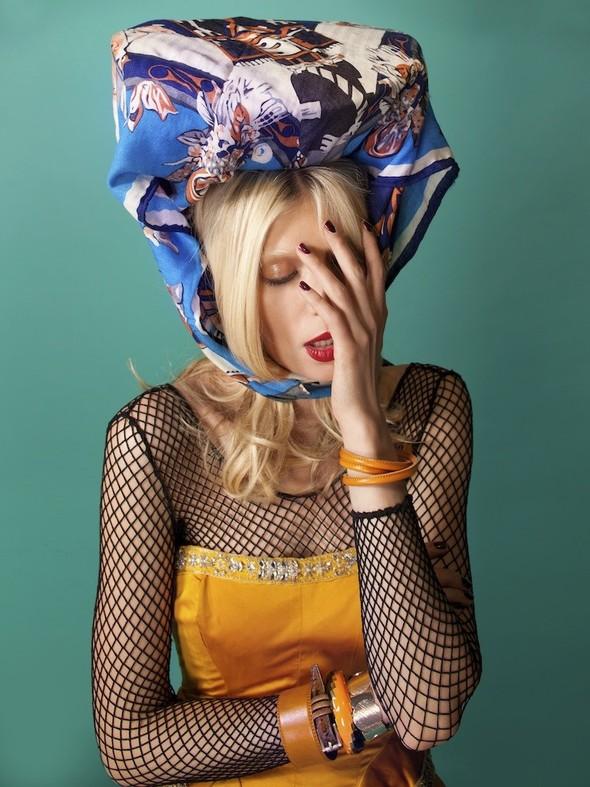 Лукбук: Лаура Горун в ярком фотосете от Хенрика Лобачевски. Изображение № 1.