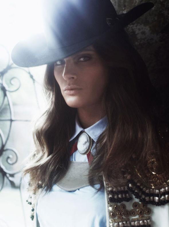 Съёмка: Изабели Фонтана для Vogue. Изображение № 11.