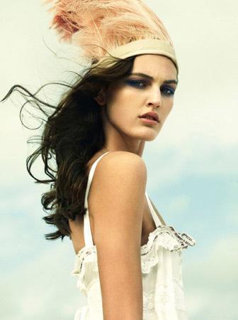 Модель в съёмке итальянского Vogue, март 2009. Изображение № 43.