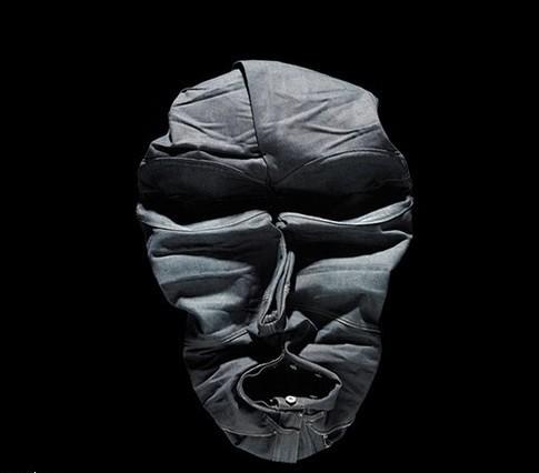 Лица, нарисованные одеждой, отBela Borsodi. Изображение № 10.