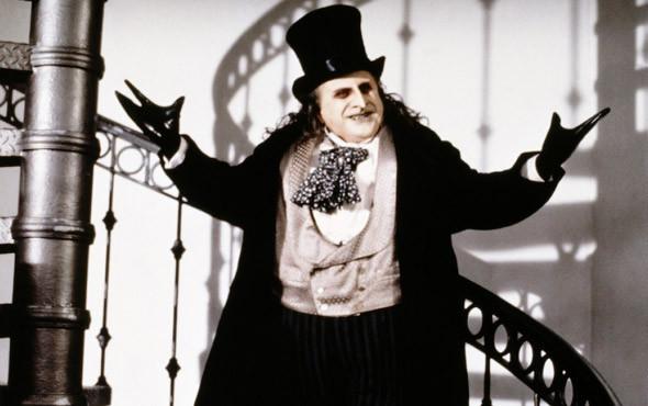 Человек-пингвин разводит ластами. «Бэтмен возвращается» 1992. Изображение № 6.
