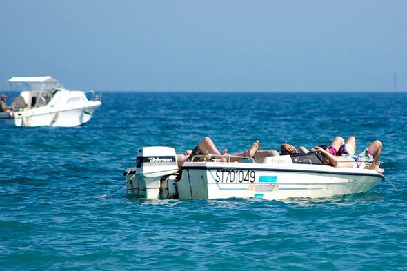 Фестиваль Worldwide на юге Франции: Танцпол у маяка, серфинг и суп из акулы. Изображение №14.