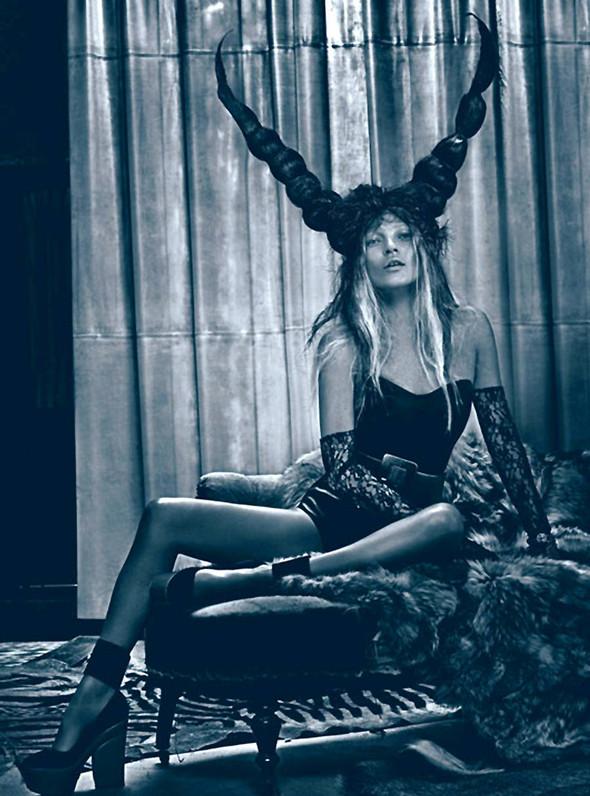 Kate Moss (КЕЙТ МОСС) для W Magazine. Изображение № 5.