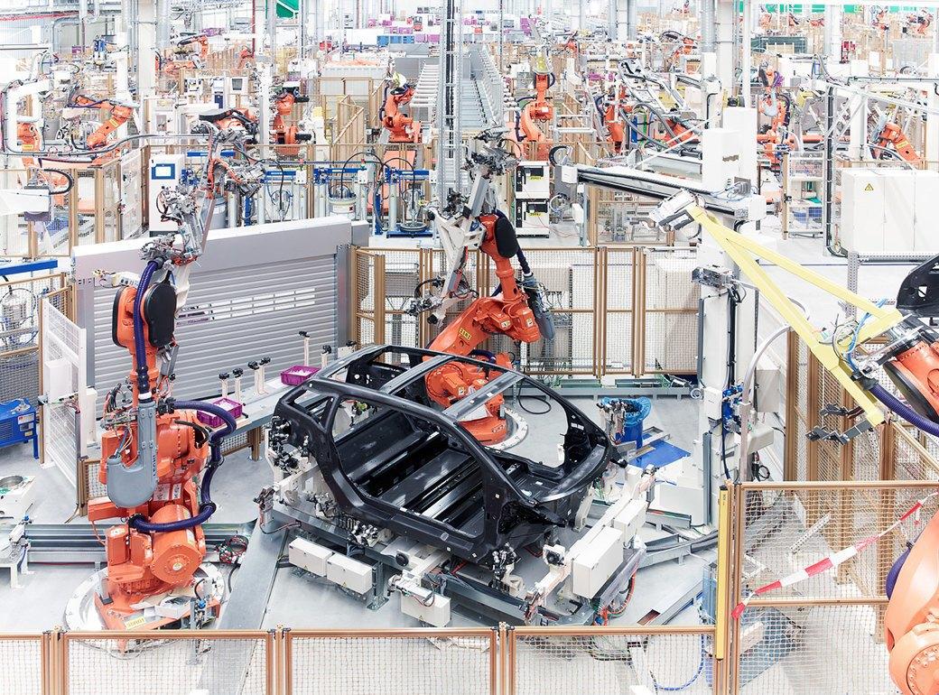 Фабрика BMW авторства Захи Хадид вызывает мурашки у роботов. Изображение № 9.