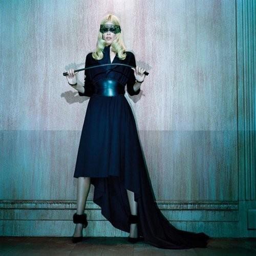 Съёмка: Клаудия Шиффер для немецкого Vogue. Изображение № 5.