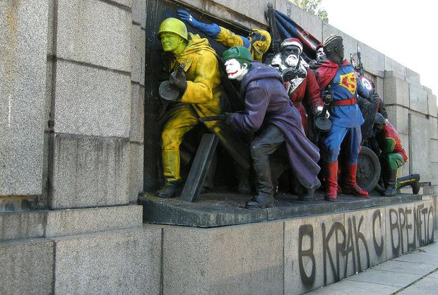 На поверхности: Что такое политический стрит-арт?. Изображение №10.