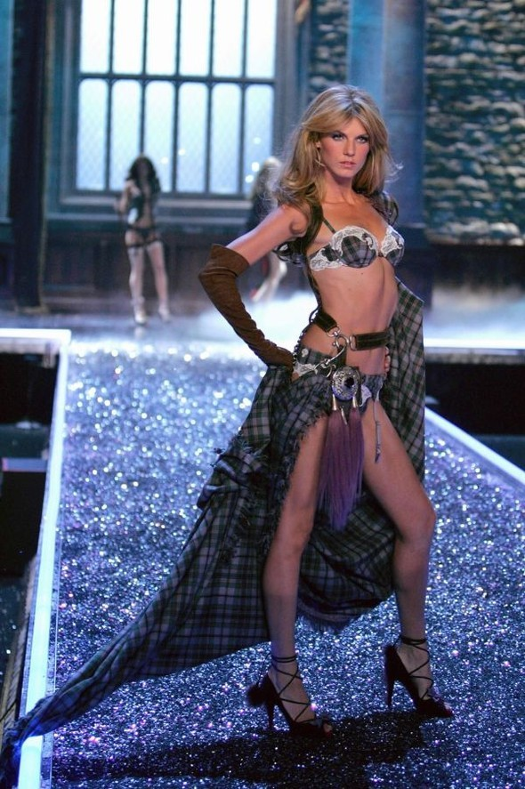 Victoria's Secret Lingerie Fashion Show 2008. Изображение № 9.