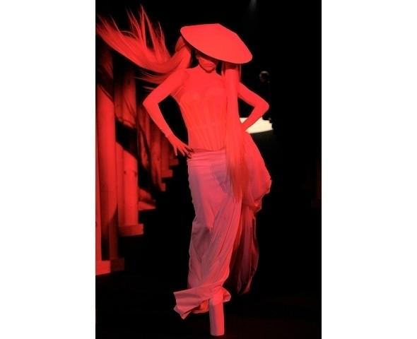 Изображение 4. Леди Гага на показе Mugler.. Изображение № 3.