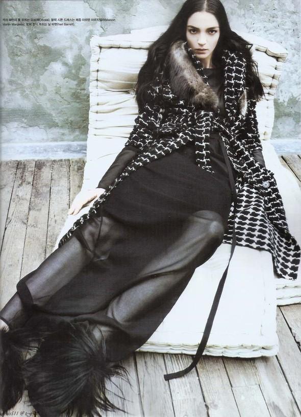 Съёмка: Мариакарла Босконо для корейского Vogue. Изображение № 7.