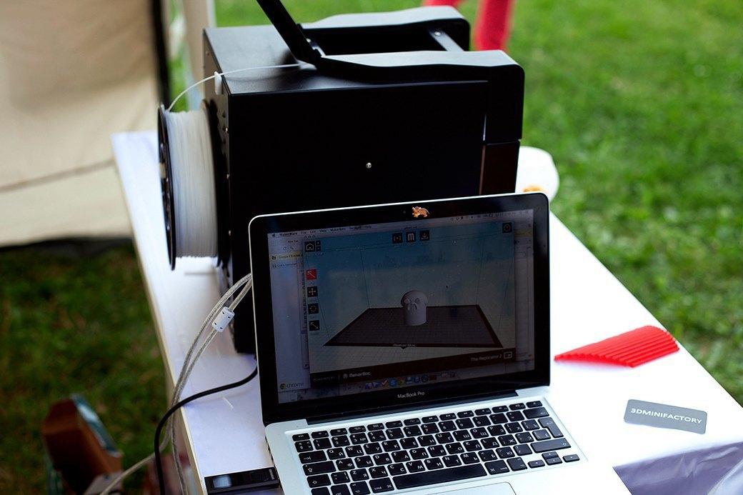 Так выглядит программное обеспечение, с помощью которого модели посылаются на 3D-принтер.. Изображение № 20.