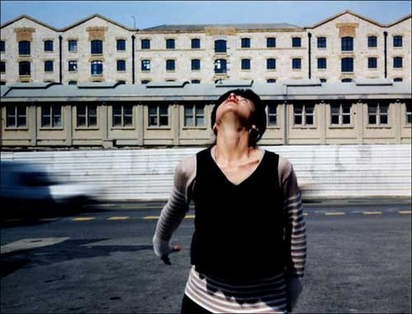 Валери Жув объединяет урбанистический пейзаж и экспрессивные портреты. Изображение № 11.
