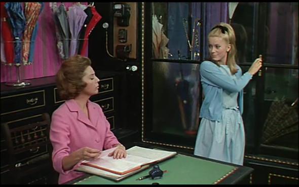 Movie-Looks: «Шербурские зонтики». Изображение № 9.