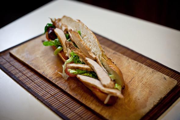 Быстро и вкусно: Сандвичи, хот-дог и три брускетты. Изображение № 22.