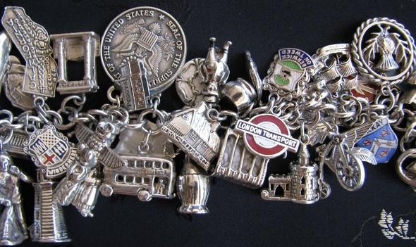 Блошиный рынок в Париже, история любви и браслет, который говорит. Изображение № 8.