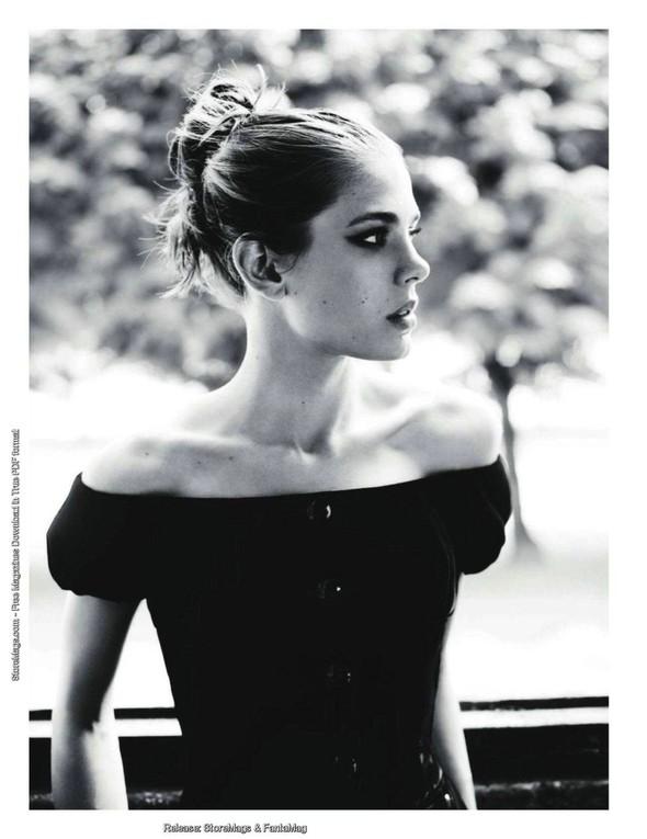 Для обложки сентябрьского номера французского Vogue снялась Шарлотта Казираги. Изображение № 11.