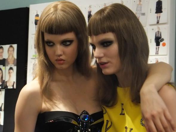 На бэкстейдже Versace. Изображение № 4.