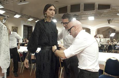 Новости моды: Кутюрная коллекция Dolce & Gabbana, покупка Valentino семьей из Катара и другие. Изображение № 3.