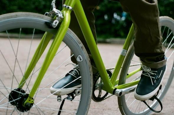 На Вове: комбинезон Devo, кеды Wecs. Велосипед Create,. Изображение № 31.