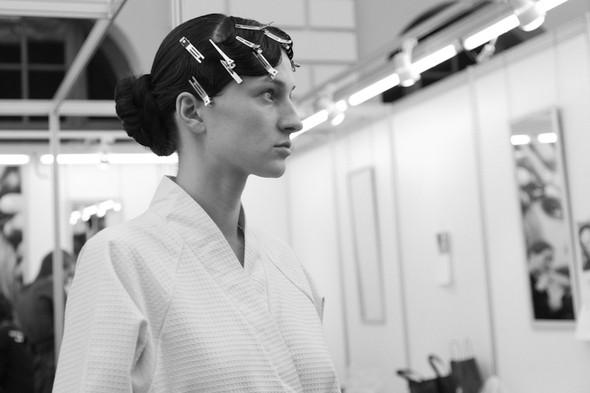 Изображение 16. За кулисами своего показа Мария Рыбальченко предсказала будущее, окунулась в прошлое, живя настоящим.. Изображение № 16.