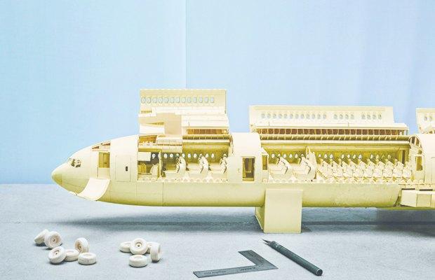 Школьник создал точную копию Boeing 777 из бумаги. Изображение № 1.