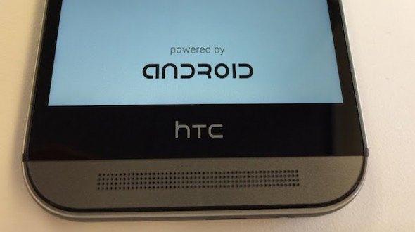 Демонстрация сообщения при загрузке смартфона HTC One M8 . Изображение № 1.
