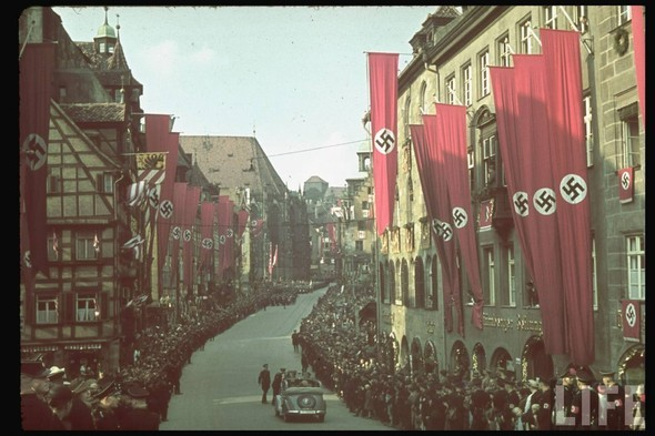100 цветных фотографий третьего рейха. Изображение №99.