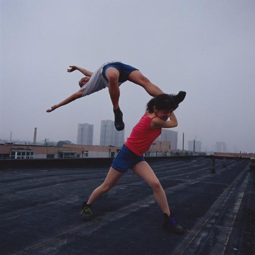 Летающие и падающие люди Ли Вея. Изображение № 6.