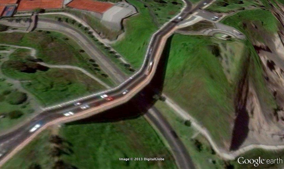 32 фотографии из Google Earth, противоречащие здравому смыслу. Изображение №23.