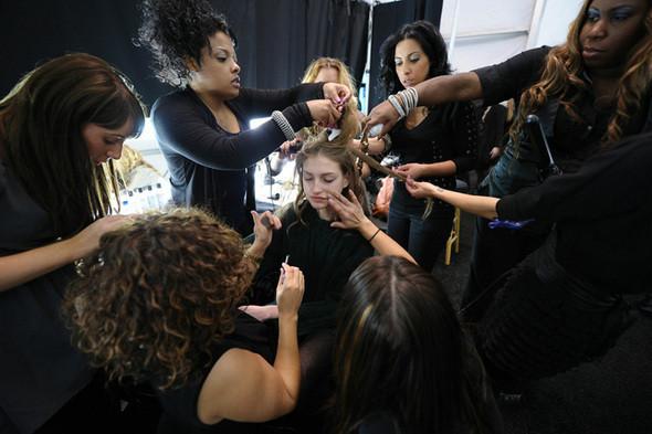 Изображение 1. Неделя моды в Нью Йорке: Бэкстэйдж.. Изображение № 1.