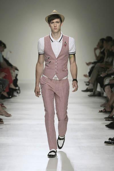 Moschino : шутник ихулиган итальянской моды. Изображение № 18.