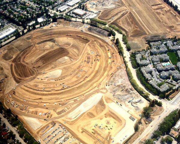 Репортёр показал стройку кампуса Apple с высоты птичьего полёта . Изображение № 7.