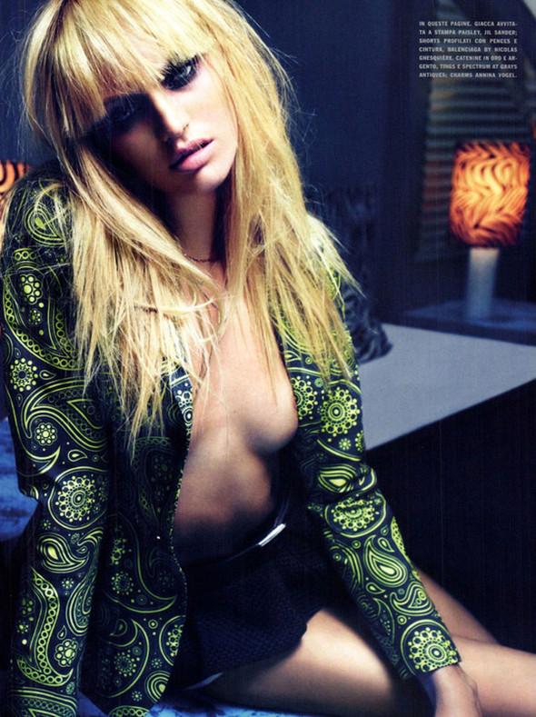 Candice Swanepoel для Vogue Italy, Март 2012. Изображение № 9.
