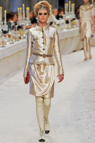 Chanel показали пре-осеннюю коллекцию. Изображение № 42.
