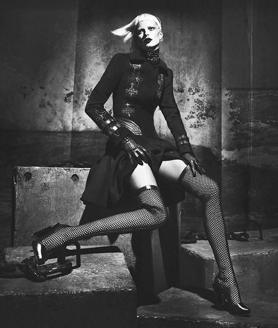 Кампании: Dior, Versace, Gucci и Burberry. Изображение № 41.