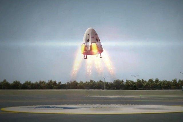 Элон Маск показал первый частный пилотируемый космический челнок . Изображение № 1.