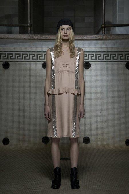 Вышли предосенние лукбуки Dior, Giles и Philosophy. Изображение № 7.