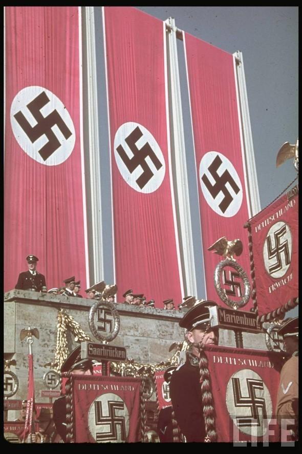 100 цветных фотографий третьего рейха. Изображение №40.