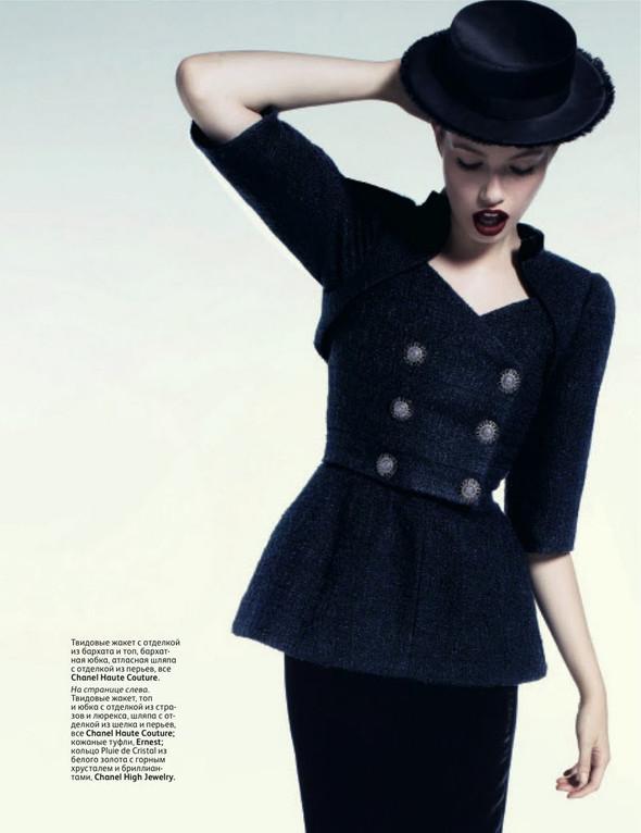 Съёмка: Хейли Клаусон для российского Vogue. Изображение № 2.